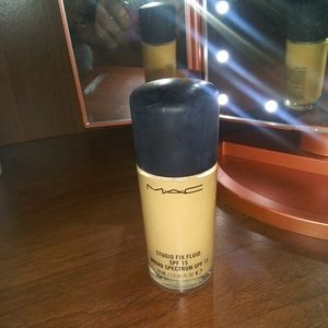 MAC Studio Fix Fluid Foundation in NC20